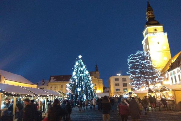Vianočné trhy na námestí štartujú už dnes.