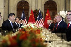Čínsky a americký prezident počas summitu G20 v Argentíne.
