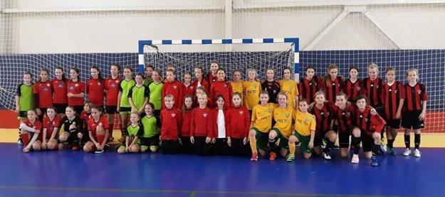 Spoločná fotografia zúčastnených tímov na turnaji.