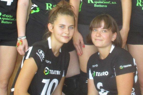 Hráčky Slovana. Lucia Hanušová (vľavo) a Linda Szőkeová.