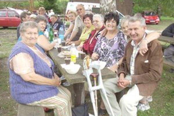 Účastníci posedenia pochválili kuchárske majstrovstvo pánov Justína a Jaroslava.