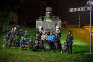 Účastníci novembrovej večernej cyklojazdy.