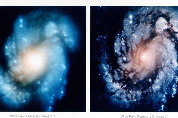 Prvé zábery z teleskopu boli rozmazané pre chybu na jednom zo zrkadiel. Na fotke je pohľad z Hubblovho teleskopu na jadro galaxie M100 pred opravou zrkadla (vľavo) a po oprave (vpravo).
