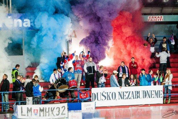 Spomienka na veľkého fanúšika. Nedeľný zápas sa začal minútou ticha za Duška Kutnára.