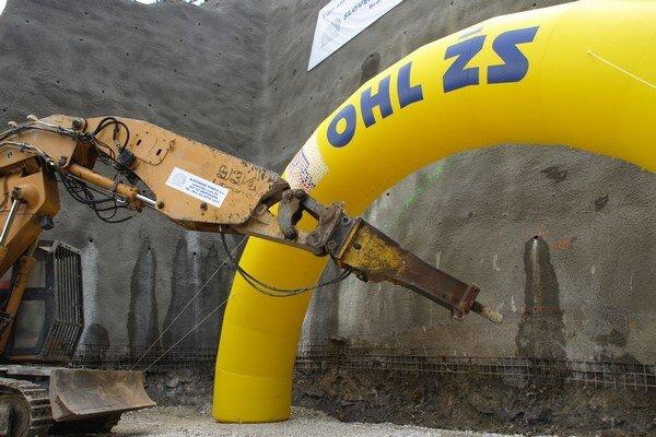 Počas výstavby vyrazia takmer štyristo metrov kubických materiálu, väčšiu časť z neho použijú na stavbe.