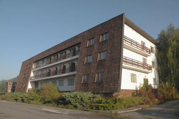 Bývalé rekreačné zriadenie sa dostalo do rúk zahraničného investora, ktorý ale nové využite budovy nenašiel.