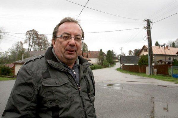 """Už mám toho dosť. Pýtal som sa, ako môže fungovať obec, ktorá dostáva z podielových daní mesačne tristo eur. Neodpovedalimi ani z vlády,"""" hovorí odchádzajúci starosta Michal Franko."""