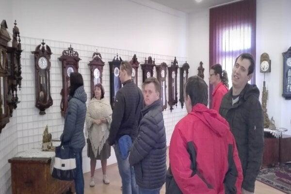 Zo všetkého ich najviac zaujala výstava starých hodín.