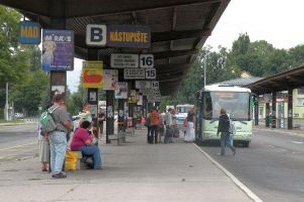 Autobusový dopravca očakáva zníženie počtu cestujúcich  len na linkách, ktoré sú trasované súbežne s vlakmi.
