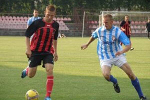 Pilát (vľavo) dal jediný gól Púchova v Senci z pokutového kopu.