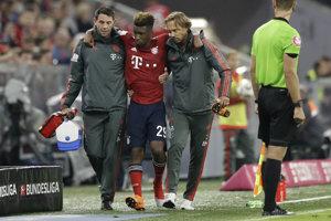 Kingsley Coman odstupuje zo zápasu Bundesligy proti Hoffenheimu so zranením členka.