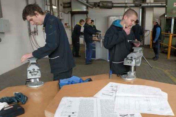 Strojárska spoločnosť Craemer Slovakia v Liptovskom Mikuláši zabezpečuje praktické vyučovanie pre budúcich strojárov. Miesto učňom našli priamo vo výrobných priestoroch firmy.