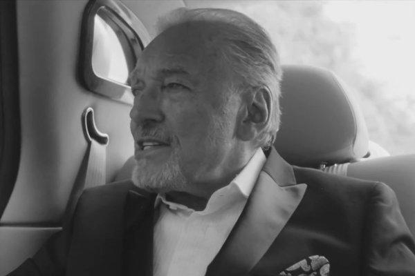Karel Gott v novom klipe k hitu Být stále mlád