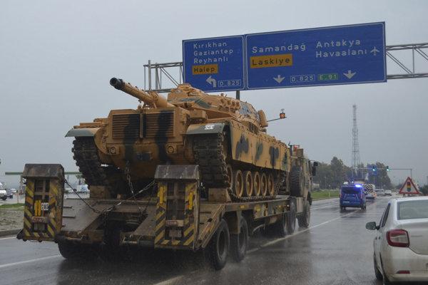 Presun vojenskej techniky tureckej armády k hraniciam so Sýriou.