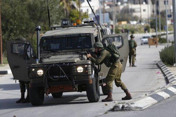 Izraaelskí vojaci v uliciach Ramalláhu.