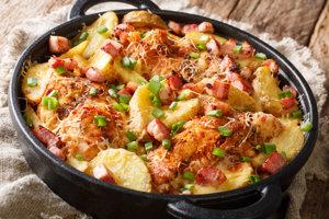 Škoricové kuracie zapečené so zemiakmi.