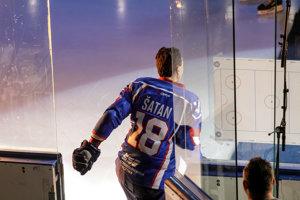 Miroslav Šatan vchádza na ľad.