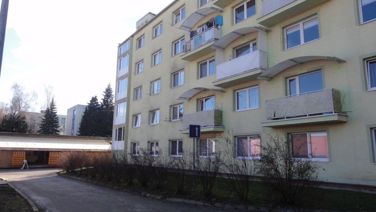 eca06e216 Krčmu majú pod oknami, obyvatelia bytovky vo Zvolene sú zúfalí - SME ...
