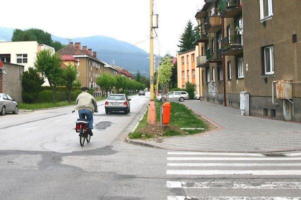 Projekt na cyklochodník na Makovického ulici si mesto nechalo spracovať už vroku 2012. Obyvatelia ulice schodníkom nesúhlasili. Radnica je dnes pripravená ponúknuť kompromis.
