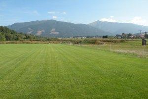 Nové ihrisko má rovnako ako staré, výhľad na panorámu Západných Tatier.