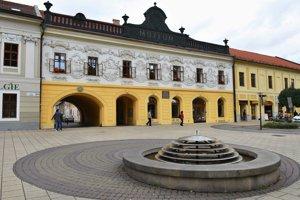 Výstava Súhvezdia umenia - Retrospektíva sa nachádza v Provinčnom dome v Starej Ľubovni.