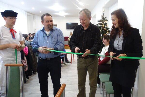 Slávnostne otvorili izrekonštruovanú spoločenskú miestnosť.