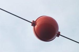 Prvky zvyšujúce viditeľnosť vedení, vyvinuté primárne pre ochranu letovej premávky.