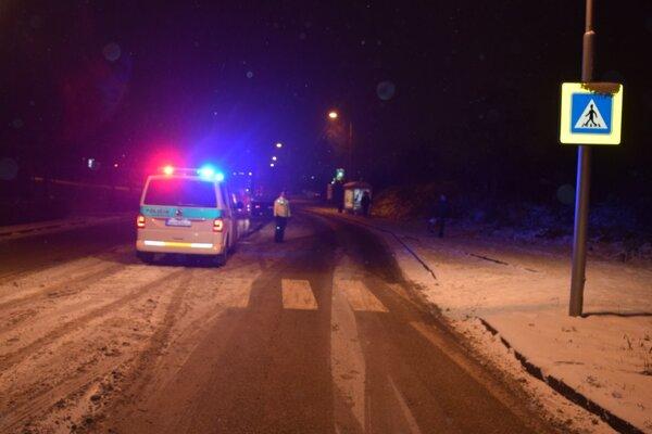 Dve 17-ročné tínedžerky zrazilo vo štvrtok popoludní na Dolnočermánskej ulici v Nitre auto riadené 54-ročným vodičom.