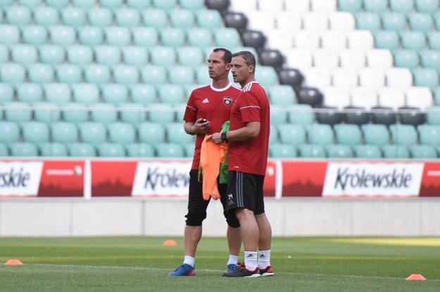 Hlavným trénerom Trnavy by sa mal stať doterajší asistent Radoslava Látala (vľavo) Michal Ščasný.