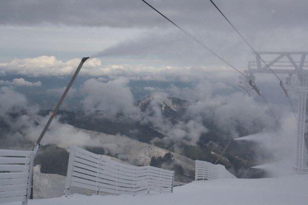 Štandardom v lyžiarskych destináciách je aj preprava skibusmi. Rovnako je tomu aj v stredisku pod Chopkom.