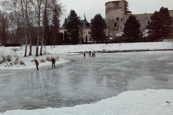O ľadovú plochu sa starajú Technické služby.