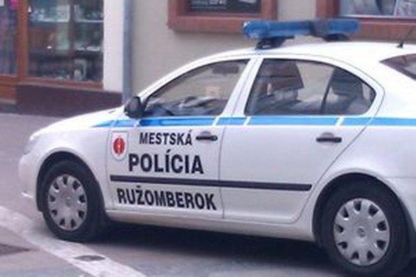 Polícia ženu zaviezla domov.