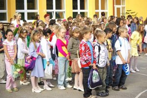 V školách nebude znieť hymna len na začiatku školského roka, ale aj každý pondelok.