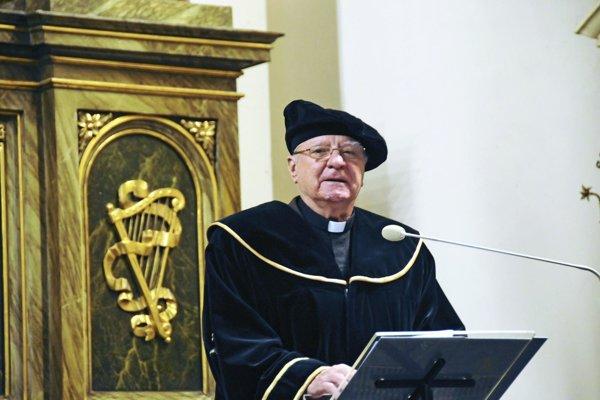 "Trnavská univerzita vlani udelila jezuitovi E. Vánimu titul ""doctor honoris causa""."