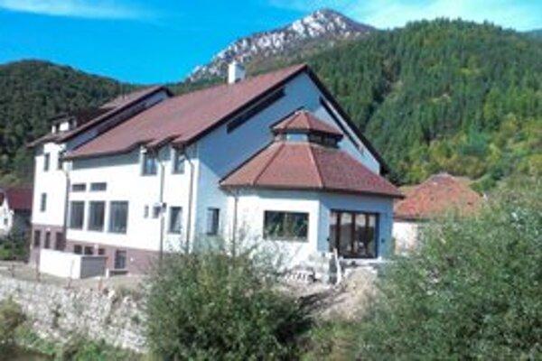 Rekonštrukcia pôvodnej budovy, ktorá sa dnes zmenila na nepoznanie, stála obec viac ako milión eur.