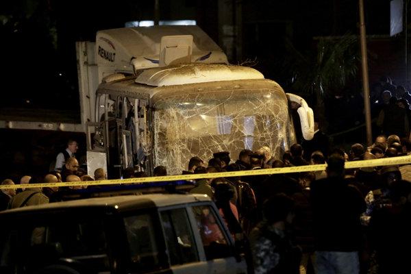 V autobuse sa podľa ministerstva viezlo 14 turistov z Vietnamu.