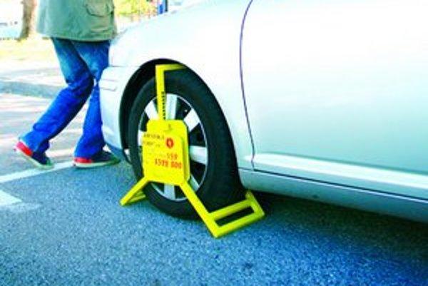 Na dodržiavanie nových priavidiel parkovania bude dohliadať mestská polícia. Ak vodiči autá vo štvrtky nepreparkujú, môžu dostať pokutu do výšky 60 eur.