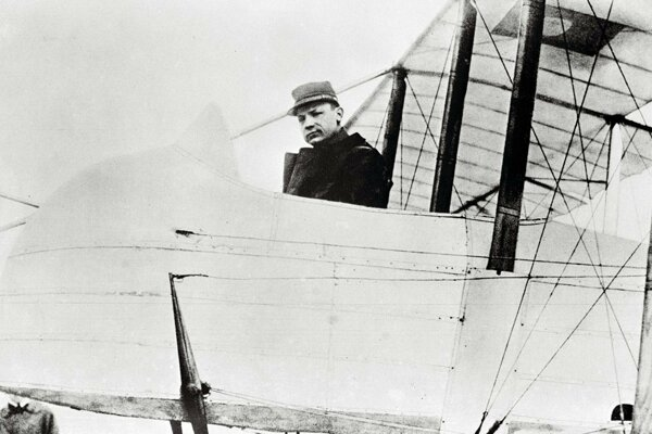 Štefánik vo svojom lietadle na francúzskom fronte v roku 1915.
