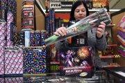 Na snímke predaj zábavnej pyrotechniky v Trebišove