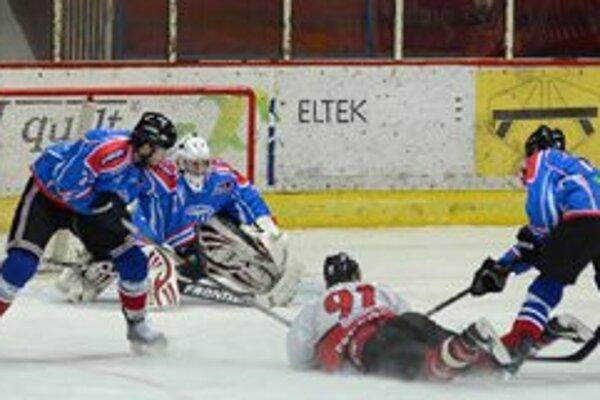 Po prvom tohtoročnom neúspechu Mikulášanov na ľade Michaloviec (5:2), čakal šiesty tím tabuľky MHK 32 Liptovský Mikuláš v 34. kole 1. hokejovej ligy desiaty súper z Považskej Bystrice. Liptáci si podobne ako v predchádzajúcich zápasoch s hosťami poľahky p
