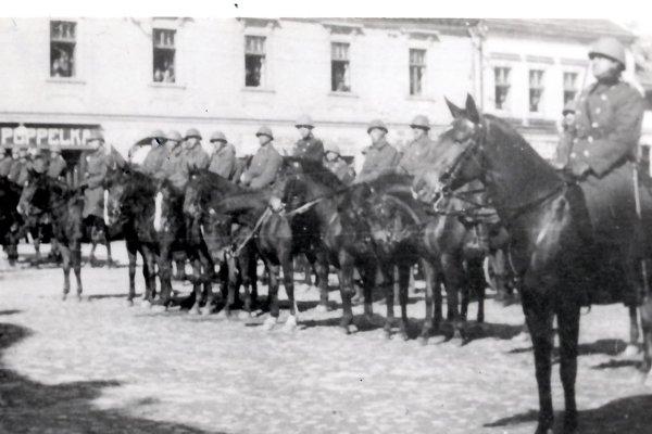 Slávnostné defilé z roku 1938.