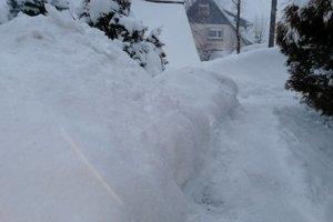 Záľahy snehu v Ždiari.