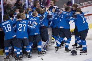 Radosť fínskych reprezentantov po finálovom víťazstve 3:2 nad USA.