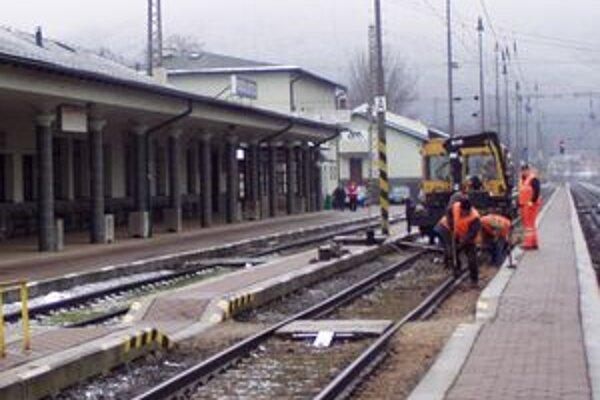 Pre stavebné práce na železnici budú výluky, zmenený je aj cestovný poriadok.