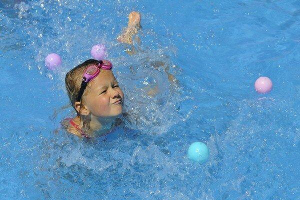 Leto môžete s deťmi stráviť na termálnom kúpalisku za polovičnú cenu.