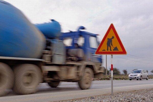 Slovenská správa ciest má v regióne na starosti cesty s dĺžkou vyše 61 kilometrov.