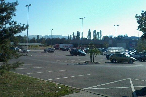 Reťazec Kaufland chce pri nákupnom centre postaviť čerpaciu stanicu.