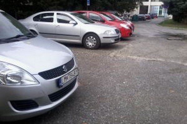 Jeden poslanecký hlas chýbal, aby sa v meste zmenil systém parkovania.
