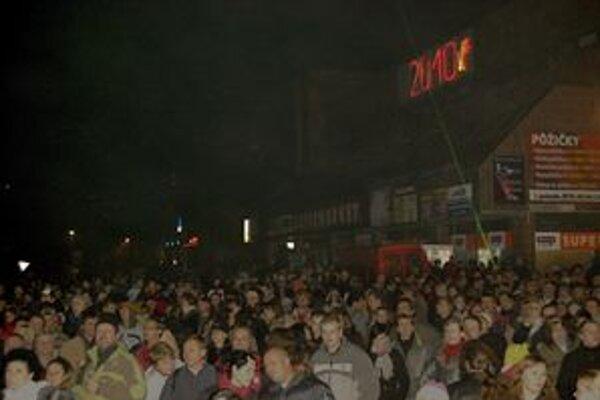 Pred Fix prišlo veľa Dubničanov aj obyvateľov z okolitých miest a obcí.