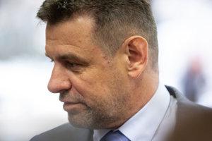 Podpredseda vlády a minister životného prostredia SR László Sólymos počas príchodu na rokovanie 134. schôdze vlády SR.